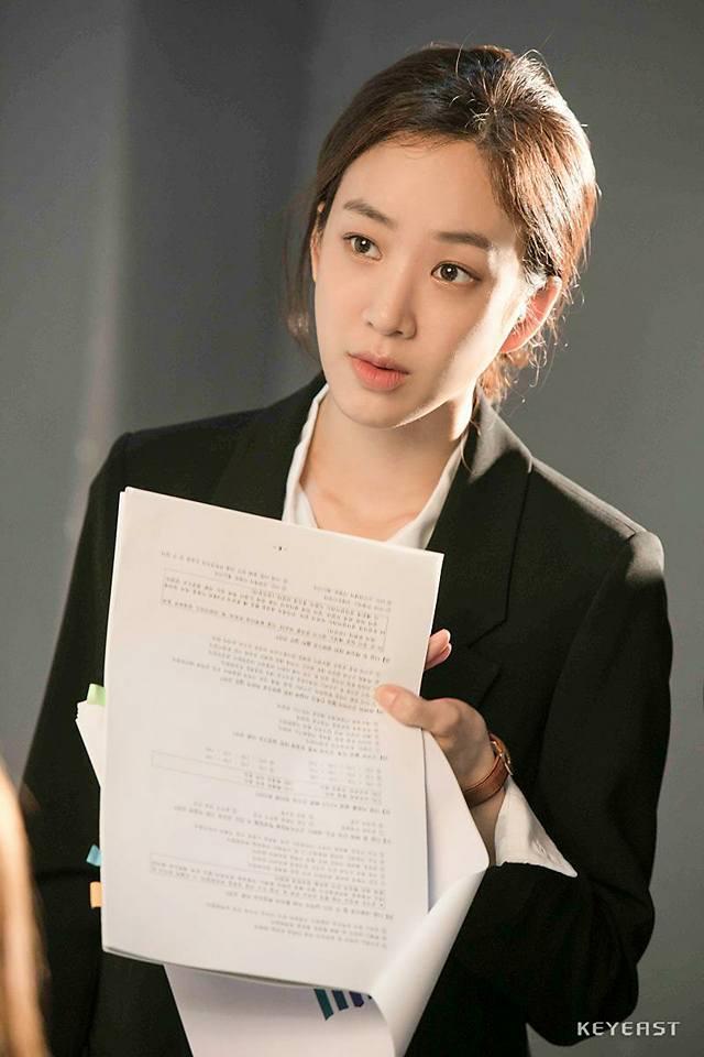 Sao Hàn  5/10: Kim Tae Hee mang bầu tháng cuối, Bi Rain vẫn bận rộn với công việc mới-4