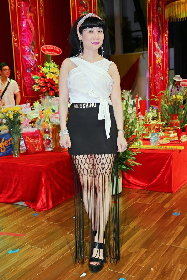 Lê Hà - Hoàng Yến lộ khuyết điểm body mũm mĩm, lọt top sao mặc xấu vì thiếu tinh tế-8