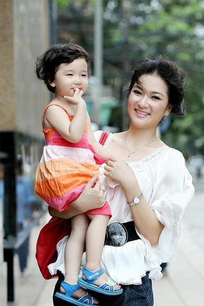 Cuộc sống của nàng hoa hậu mũm mĩm nhất Việt Nam giờ ra sao?-10
