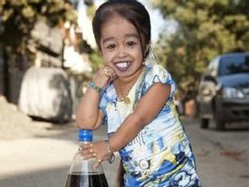 Người phụ nữ thấp bé nhất thế giới