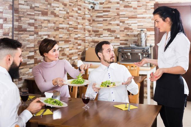 10 hành xử của thực khách khiến bồi bàn rất khó chịu-1
