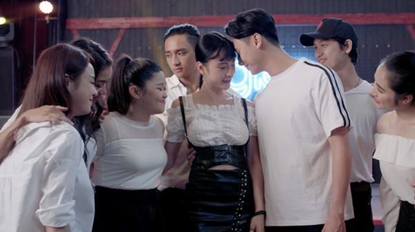 Glee: Angela Phương Trinh thất tình, bị phát hiện mang thai-2