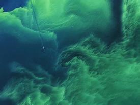 Hồ nước biến thành màu xanh tuyệt đẹp sau hơn nửa thế kỷ, nhưng đó lại là tin cực kỳ không tốt