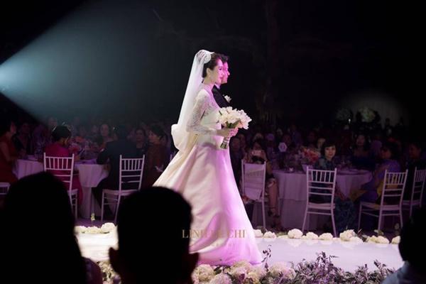 Bạn có nhận ra váy cưới của Hoa hậu Thu Thảo giống váy cưới của Công nương Grace Kelly đến bất ngờ?-1