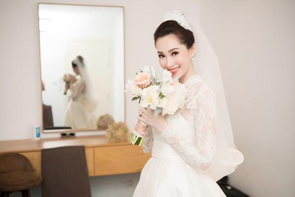 Bạn có nhận ra váy cưới của Hoa hậu Thu Thảo giống váy cưới của Công nương Grace Kelly đến bất ngờ?-3