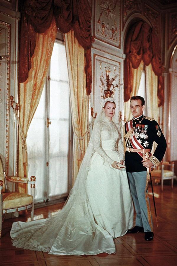 Bạn có nhận ra váy cưới của Hoa hậu Thu Thảo giống váy cưới của Công nương Grace Kelly đến bất ngờ?-6