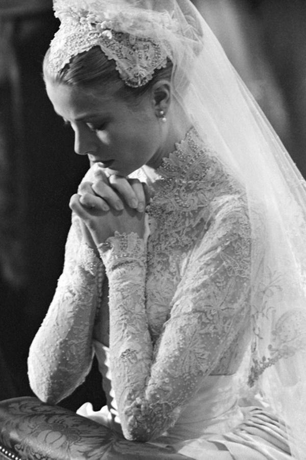 Bạn có nhận ra váy cưới của Hoa hậu Thu Thảo giống váy cưới của Công nương Grace Kelly đến bất ngờ?-8