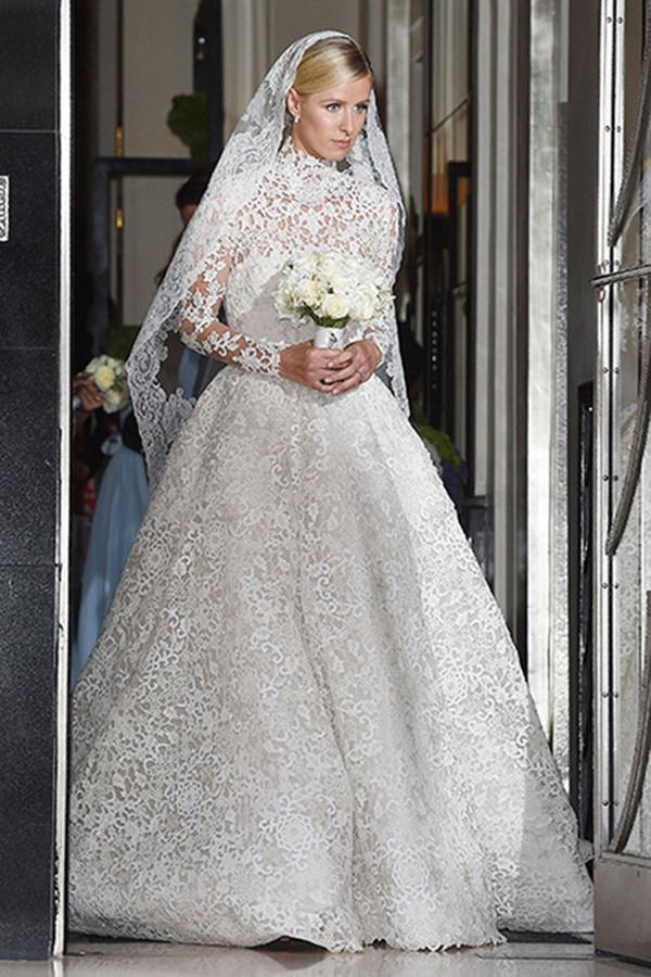 Bạn có nhận ra váy cưới của Hoa hậu Thu Thảo giống váy cưới của Công nương Grace Kelly đến bất ngờ?-11