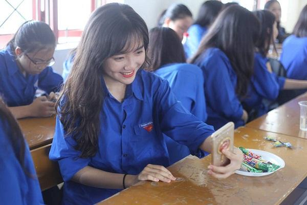 Lạc vào động tiên toàn gái đẹp của trường THPT Chuyên Đại học Vinh-7
