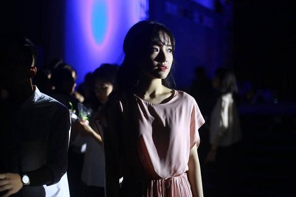 Lạc vào động tiên toàn gái đẹp của trường THPT Chuyên Đại học Vinh-10
