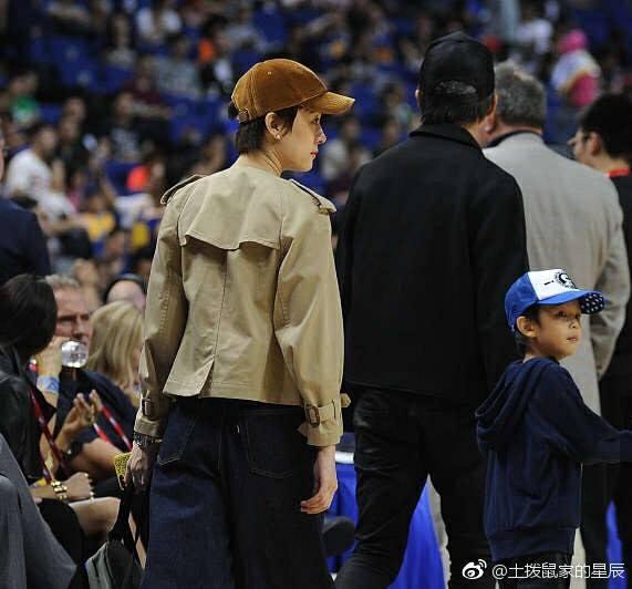 Con trai Đặng Siêu - Tôn Lệ hiếm hoi lộ mặt trước công chúng-9