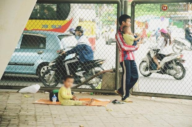 Gặp người chồng bị vợ bỏ, đưa 2 con trai đi ăn xin ở Hà Nội gây xôn xao-3