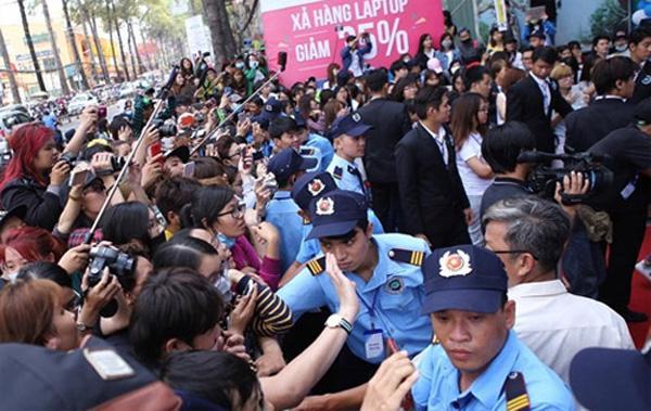 Hơn 100 vệ sĩ sẽ túc trực bảo vệ T-ara sau pha chen lấn, giật tóc năm 2015 tại Việt Nam-7