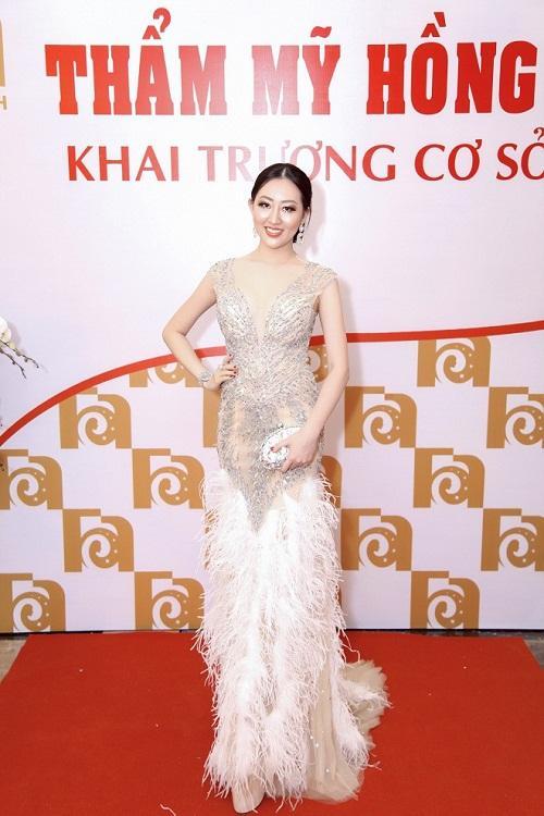 Hoa hậu Huỳnh Thuý Anh rạng rỡ dự sự kiện ở TP.HCM-1