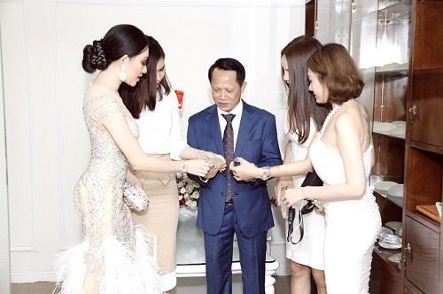 Hoa hậu Huỳnh Thuý Anh rạng rỡ dự sự kiện ở TP.HCM-5