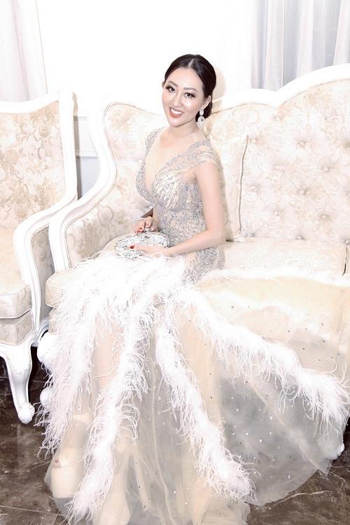 Hoa hậu Huỳnh Thuý Anh rạng rỡ dự sự kiện ở TP.HCM-6