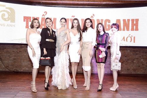 Hoa hậu Huỳnh Thuý Anh rạng rỡ dự sự kiện ở TP.HCM-8