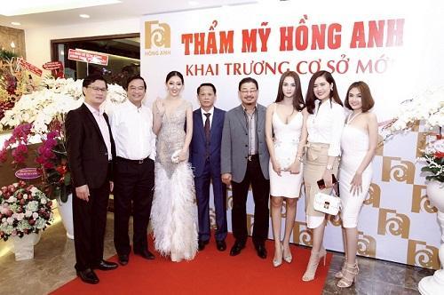 Hoa hậu Huỳnh Thuý Anh rạng rỡ dự sự kiện ở TP.HCM-10