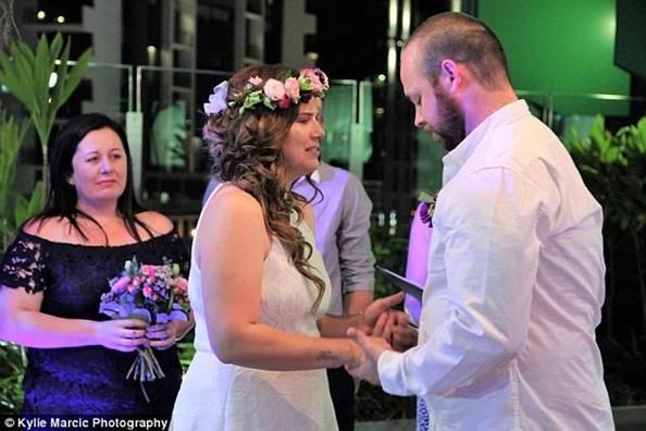 Đám cưới đẫm nước mắt của cặp vợ chồng kết hôn lần 2 vì con gái 4 tuổi sắp từ giã cõi đời-2