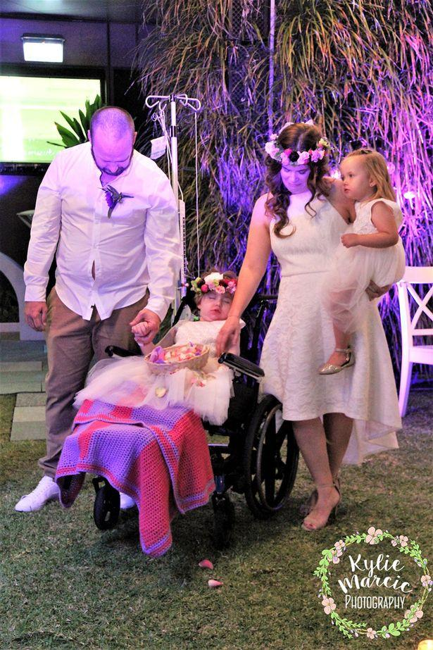 Đám cưới đẫm nước mắt của cặp vợ chồng kết hôn lần 2 vì con gái 4 tuổi sắp từ giã cõi đời-6