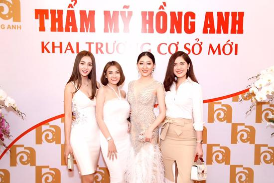 Vi Nhạn Ngọc chúc mừng khai trương TMV Hồng Anh-5
