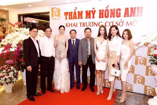 Vi Nhạn Ngọc chúc mừng khai trương TMV Hồng Anh-1