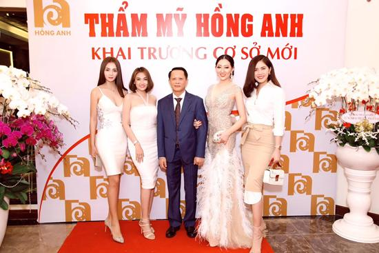 Vi Nhạn Ngọc chúc mừng khai trương TMV Hồng Anh-2