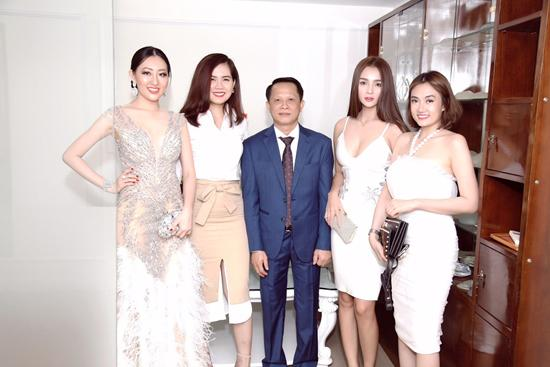 Vi Nhạn Ngọc chúc mừng khai trương TMV Hồng Anh-3