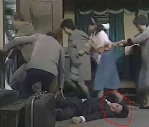 Vua hài Châu Tinh Trì và những vai diễn không bao giờ muốn nhớ đến-10