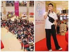 Không chỉ có khán giả trẻ, fan lớn tuổi cũng xếp hàng xin chữ ký Sơn Tùng M-TP