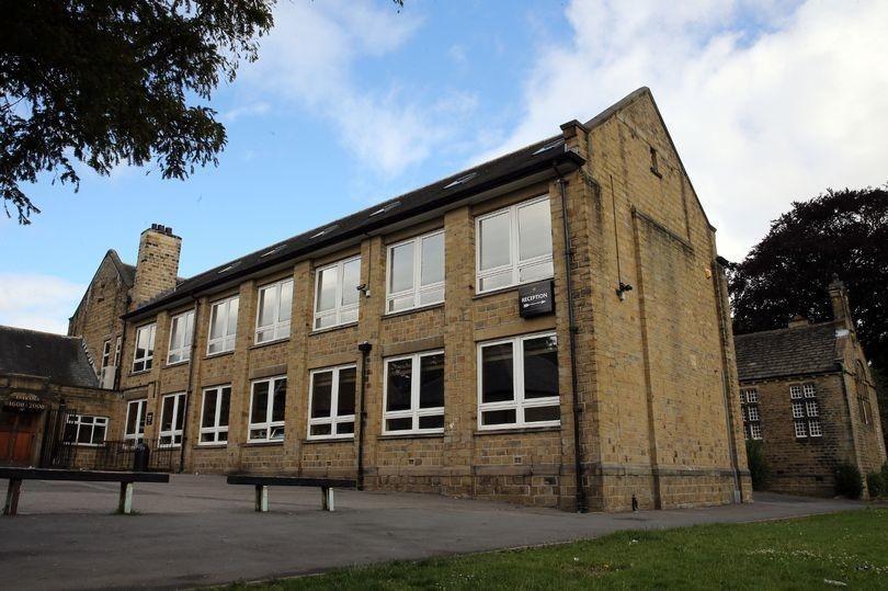 Nội quy trường bạn chưa là gì với 40 điều cấm hoàn toàn ở một trường cấp 2 tại Anh-2