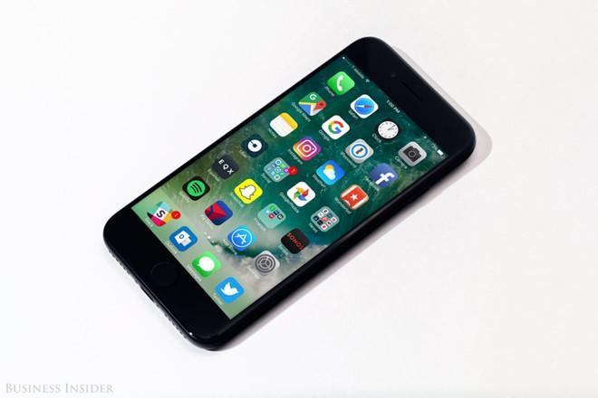 Hãy mua iPhone 7 và quên iPhone 8, iPhone X đi!-6