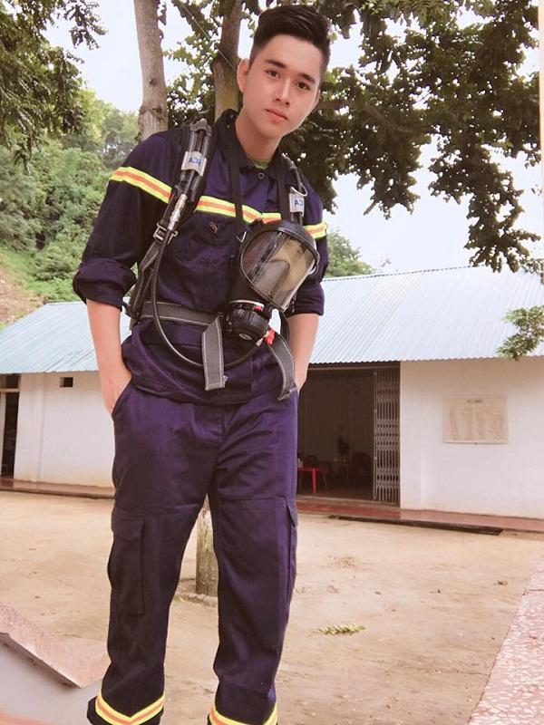 Hot boy cảnh sát khiến nhiều người bất ngờ với bức ảnh dậy thì thành công-3