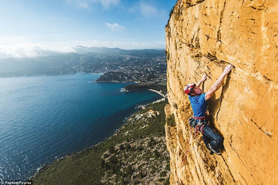 8 địa điểm leo núi đáng sợ nhất thế giới-1