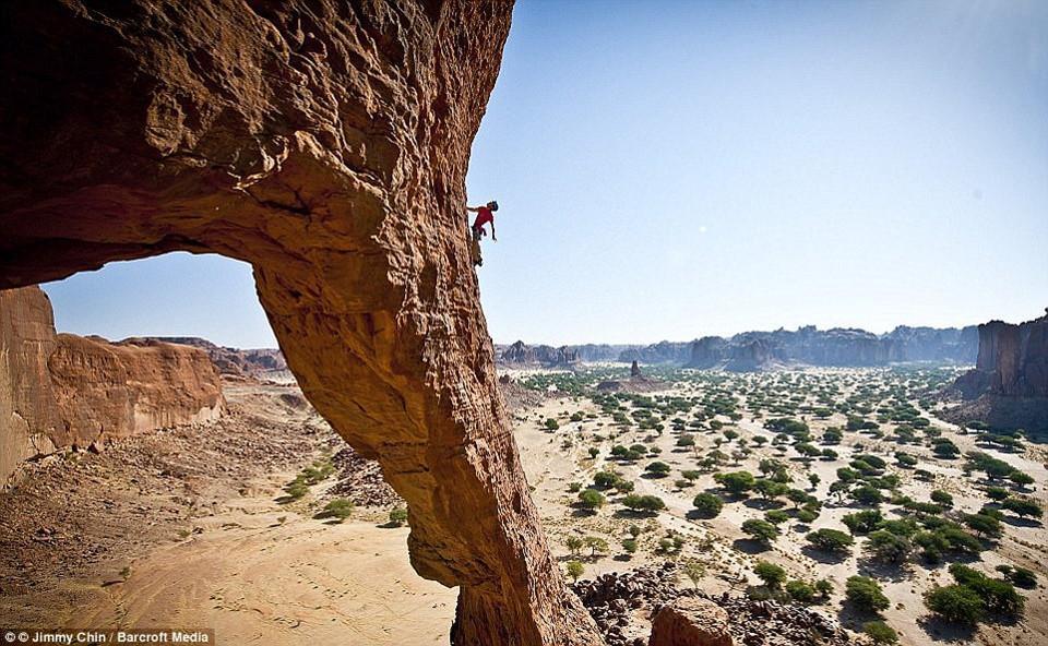 8 địa điểm leo núi đáng sợ nhất thế giới-3