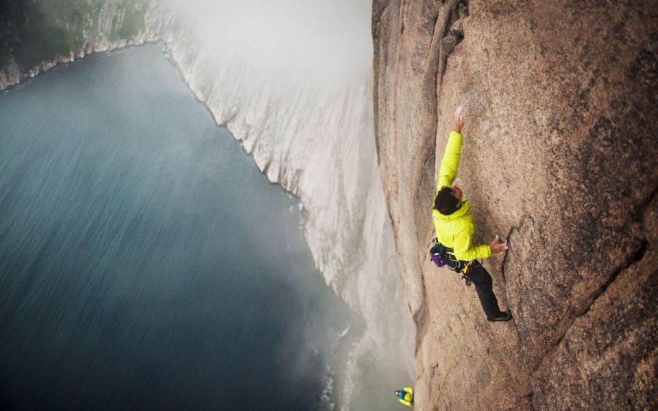 8 địa điểm leo núi đáng sợ nhất thế giới-5