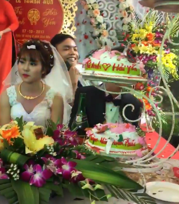 Cô dâu sắp khóc khi bạn thân chú rể hát ca khúc Hỏi thăm nhau-2