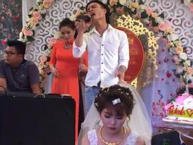 Cô dâu sắp khóc khi bạn thân chú rể hát ca khúc 'Hỏi thăm nhau'