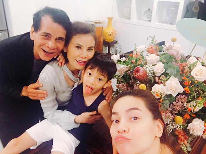 Tin sao Việt 11/10: Kim Lý mừng sinh nhật mẹ Hồ Ngọc Hà-1