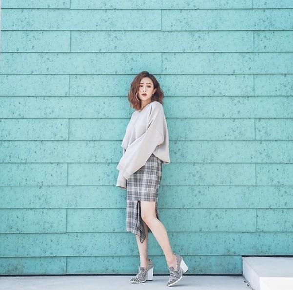 Mặc đẹp miễn chê với mọi loại chân váy mùa thu đông-10