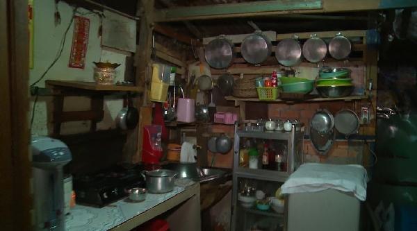 Hoàn cảnh mẹ già đơn côi và ngôi nhà xơ xác của Sơn Ngọc Minh gây sốc làng giải trí-5