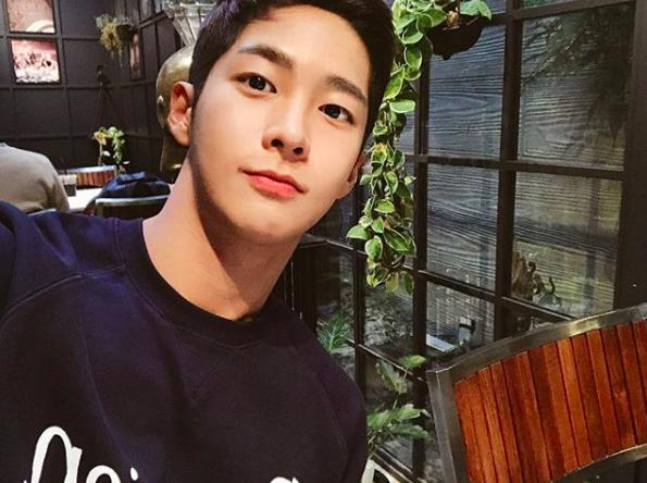 Chàng trai Hàn Quốc sở hữu mặt học sinh nhưng body phụ huynh cực thu hút-1