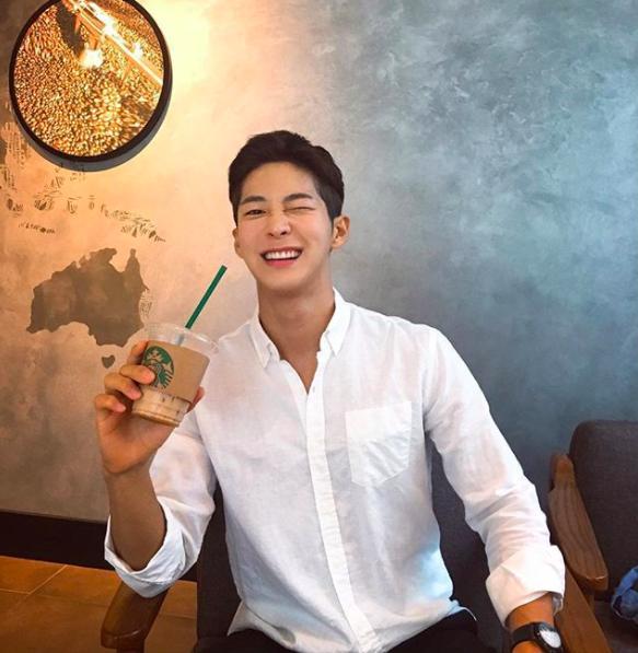 Chàng trai Hàn Quốc sở hữu mặt học sinh nhưng body phụ huynh cực thu hút-3