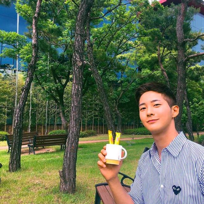 Chàng trai Hàn Quốc sở hữu mặt học sinh nhưng body phụ huynh cực thu hút-2