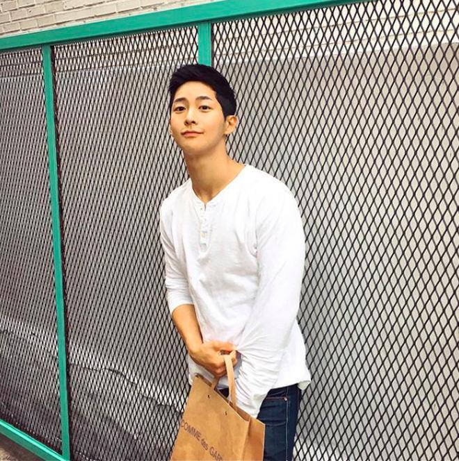Chàng trai Hàn Quốc sở hữu mặt học sinh nhưng body phụ huynh cực thu hút-5