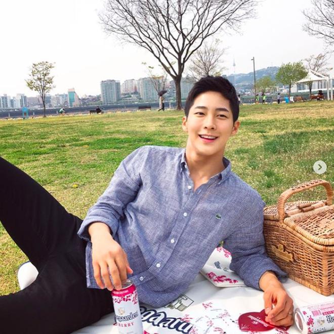 Chàng trai Hàn Quốc sở hữu mặt học sinh nhưng body phụ huynh cực thu hút-6