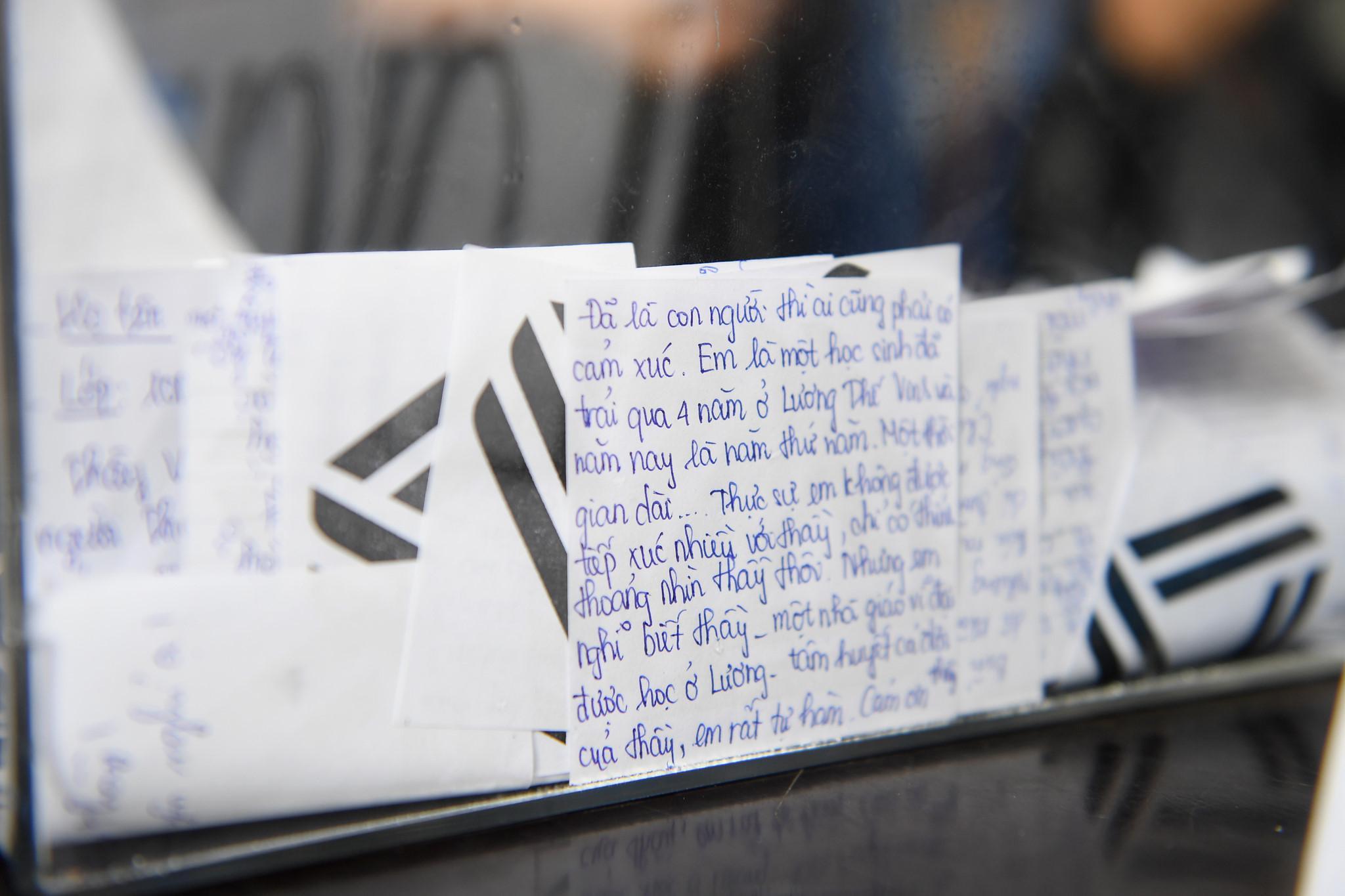 Nước mắt học sinh Lương Thế Vinh gửi thầy Văn Như Cương ngập tràn tang lễ-11