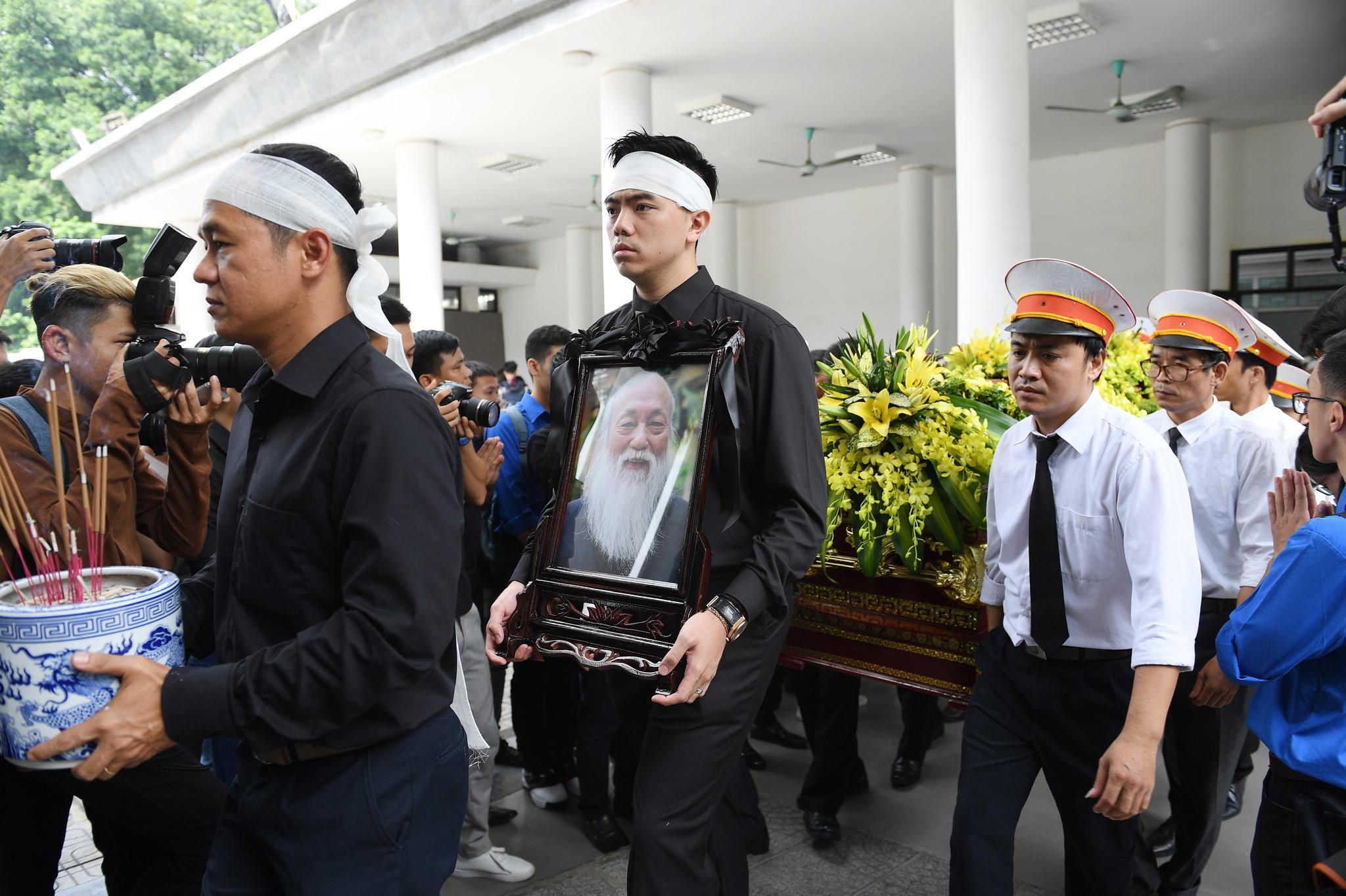 Nước mắt học sinh Lương Thế Vinh gửi thầy Văn Như Cương ngập tràn tang lễ-1