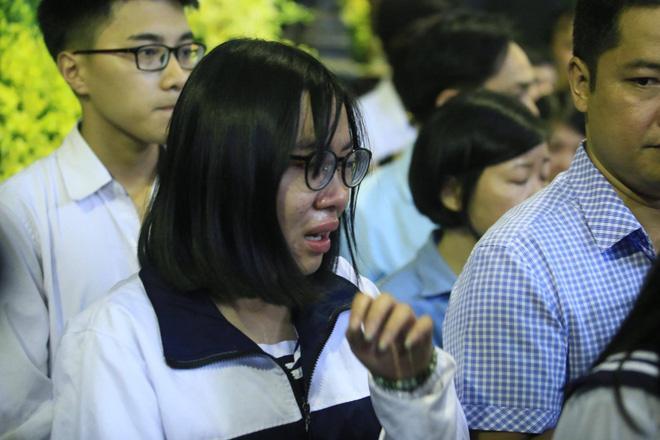 Nước mắt học sinh Lương Thế Vinh gửi thầy Văn Như Cương ngập tràn tang lễ-12