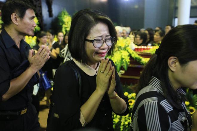 Nước mắt học sinh Lương Thế Vinh gửi thầy Văn Như Cương ngập tràn tang lễ-14